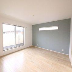 女性で、の無垢の床/観葉植物/カフェ風/モモナチュラル/ナチュラル/照明…などについてのインテリア実例を紹介。「鉢カバー探し中♡」(この写真は 2016-11-05 23:35:54 に共有されました) Interior Windows, Apartment Interior Design, Interior Walls, High Windows, House Windows, Patio Design, House Design, Minimalist Apartment, Floor Colors