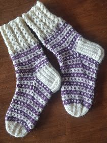 Knitting Socks, Mittens, Diy, Fashion, Short Hairstyles, Chopsticks, Tutorials, Knit Socks, Fingerless Mitts