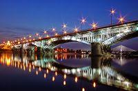 Zapach słów pisanych: Mosty w poezji