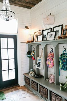 Photo ledge in mudroom ~eclectic farmhouse tour~ Deco Design, Design Case, Design Room, Book Design, Hallway Storage, Mudroom Cubbies, Garage Storage, Hall Storage Ideas, Bench Storage