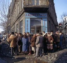 Romania before 1989 - queue for cheese and salami Romanian Revolution, Nostalgia, Forest Light, Socialist State, Abandoned Cities, Central And Eastern Europe, Historical Pictures, Warsaw, Old Town