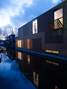 This water villa was designed by FRAMEWORK Architecten & Studio PROTOTYPE for a waterfront location near the Olympic Stadium in Amsterdam.The relation betwee...