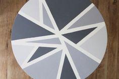 Une table à motifs géométriques DIY en quelques coup de peinture