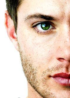 Jensen Ackles.  My god. Those eyes.......