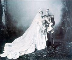 Wilhelmina Helena Paulina Maria, koningin der Nederlanden, prinses van Oranje-Nassau, bij haar huwelijk hertogin van Mecklenburg, geboren te Den Haag op 31 augustus 1880, overleden te Apeldoorn op 28 november 1962. Dochter van koning Willem III der Nederlanden en Emma van Waldeck-Pyrmont. Zij trouwt op 7 februari 1901 met Hendrik van Mecklenburg-Schwerin (1876-1934).