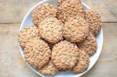 Ağızda kıyır kıyır dağılan kıvamıyla nefis mi nefis çekirdekli tuzlu kurabiye tarifimiz var. En kısa sürede mutlaka deneyin!