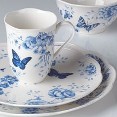 ❤️Blue and White Dishes with Butterflies