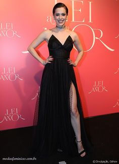 Sophia Abrahão apostou no vestido longo preto e exclusivo da estilista Lethicia Bronstein | http://modaefeminices.com.br/2016/09/27/looks-da-festa-da-novela-a-lei-do-amor/