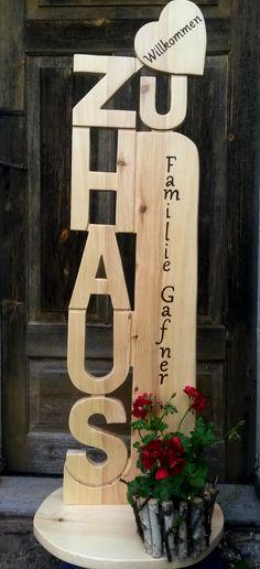 """Diese schöne Holz Stele """"Zu Haus"""" ist ca. 30 cm breit und 1,25 m hoch  und wird aus 2,5 cm starken, unbehandelten Kiefernholz in einem Stück handgefertigt. Die Beschriftung nach Wunsch erfolgt..."""