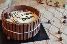 KitKat Cake (:
