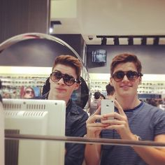 Jack Harries(left) Finn Harries(right)