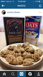 These Kodiak Cakes high protein cookies are made with Kodiak Cakes Power Cakes mix, dark chocolate chips and oats. Grab a box of Kodiak Cakes and try 'em! Protein Muffins, Protein Cake, Protein Foods, Whey Protein, Power Muffins, Protein Power, Healthy Protein, Healthy Foods, Healthy Life