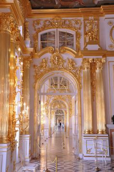 day: Palacios tsarkoye Selo and Peterhof: April 18 2013 Russia- Travel diaries Gold Aesthetic, Aesthetic Vintage, Aesthetic Photo, Aesthetic Pictures, Baroque Architecture, Beautiful Architecture, Ancient Architecture, Princess Aesthetic, Picture Wall