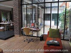 Foto: stoer patio in parijs kozijnen zwart. Geplaatst door lily op Welke.nl