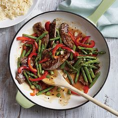 Cooking Light (May Steak and Asparagus Stir-Fry - Spring's favorite vegetable shines in this quick stir-fry. Serve with precooked jasmine rice, available in pouches on the rice aisle. Asparagus Stir Fry, Asparagus Recipe, Stir Fry Recipes, Beef Recipes, Healthy Recipes, Healthy Meals, Easy Recipes, Vegan Meals, Popular Recipes