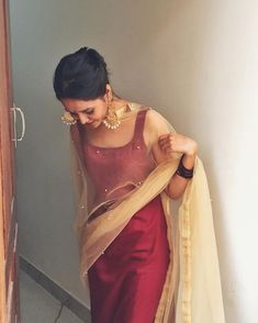 Simple yet glam look for a wedding reception guest. Maroon silk plain top paired with gold dupatta that has pearl detailing. Go for extremely grand earrings to give your wedding guest outfit that extra wedding bling. Kurta Designs Women, Salwar Designs, Indian Attire, Indian Ethnic Wear, Indian Girls, Ethnic Dress, Dress Indian Style, Indian Dresses, Indian Wedding Outfits