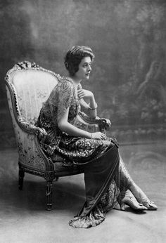 Mlle Goldberg, evening gown by Drecoll, photo Talbot, Les Modes March 1914.