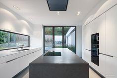 Fancy Exklusive Villa mit modernen Wasserbecken aus Cortenstahl und