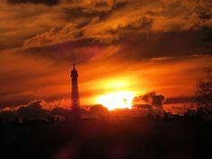 Début de #soirée à #Paris ! Magique !Enjoy your evening ! #tourisme #culture #France  http://paris-visites.wix.com/paris-visites