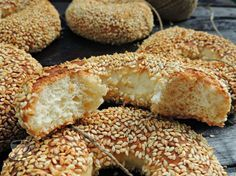 Secretele bucatariei noastre: SIMIT ( COVRIG TURCESC CU SUSAN ) How To Make Bread, Bread Making, Croissant, Cooking Recipes, Cooking Stuff, Food And Drink, Ice Cream, Bagels, Breakfast