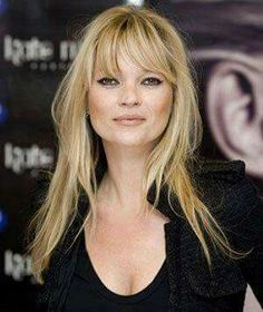 Kate Moss: Hair Style File Probably my most favorite Kate Moss hairstyle.<br> From elfin crops to her ubiquitous loose waves, see Kate Moss's most memorable hair looks Fringe Hairstyles, Hairstyles With Bangs, Cool Hairstyles, Celebrity Hairstyles, Gorgeous Hairstyles, Vintage Hairstyles, Long Thin Hair, Long Hair With Bangs, Thin Hair Bangs