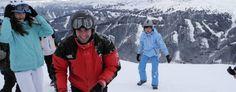 Andrei Samoil bulgărit de copii în tabăra de schi din Zillertal, Austria.