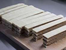 Rokmi preverený recept na fantastické nepečené karamelovo-orieškové grilážky. Minis, Food And Drink, Baking, Recipes, Crafts, Caramel, Bread Making, Manualidades, Patisserie