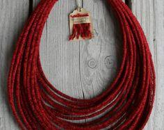 Collana di San Valentino rosso filato avvolto / tribal / hippy