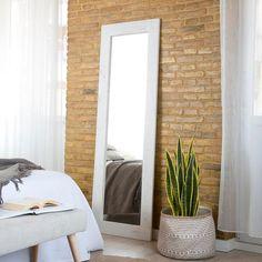 Decoración dormitorios: Dime cómo es tu dormitorio y te diré qué estilo de espejo elegir - Foto 1 Oversized Mirror, Sweet Home, Bedroom Decor, Vanity, Furniture, Ideas Para, Design, Home Decor, Clothes