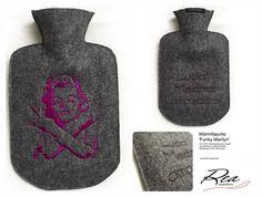 Wärmflasche 'Funky Marilyn' by ReaAndrea - (Geschenk zur Geburt) -Filz 100% Merinowolle grau meliert - QualitätsGummiWärmflasche  Stickereien Front-/Rückseite