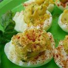 Foto recept: Gevulde eieren met knoflook, basilicum en spek