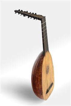 Original lute by Muler Nr 407, some have described this lute as a pastiche lute, made up of surviving parts, a copy based on this instrument can be made by www.jminstruments.com.