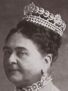 Tiara Mania: Duchess of Teck's Crescent Tiara