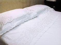 b242f46ee9 Jogo de cama vira king bordado richelieu 230 fios patrocínia (3 peças)