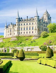 Beautiful Castles, Beautiful Buildings, Beautiful Places, Places To Travel, Places To See, Vacation Places, Vacation Spots, Travel Destinations, Places Around The World