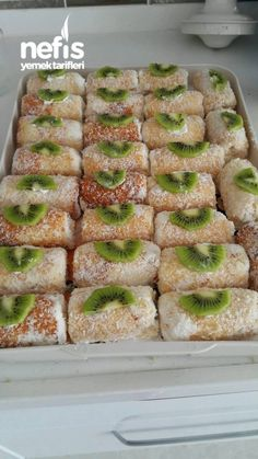 How to make a single roll cake recipe? Here is a pictorial description of the Single Roll Cake Recip No Bake Desserts, Summer Desserts, Pie Recipes, Cooking Recipes, Pancakes And Waffles, Turkish Recipes, Food Cakes, International Recipes, Popular Recipes
