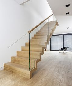 />Zigzag stair made of oak. Balustrade made of glass with wooden handrail. Stairs of the TECHNE line. Private residential project, designed by TRĄBCZYŃSKI. Open Stairs, Glass Stairs, Wood Stairs, House Stairs, Stair Railing Kits, Stair Handrail, Banisters, Floating Staircase, Modern Staircase