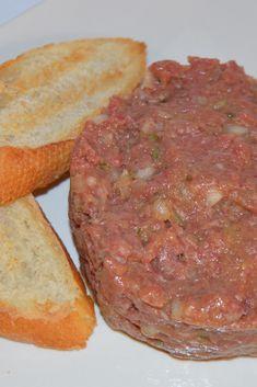 El otro día preparamos para cenar este steak tartar con solomillo de buey.  Una receta para los más carnívoros! 🔝👍🏼