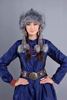 KIRGIZ TÜRK  TÜRK KIZI HANLAR DÖNEMİNDE YİĞİT TÜRK HANIMLARININ GİYSİSİ İLE... She is kirgiz girl Actress Elina Kabai kyzy !!!