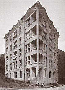 Josef Chochol / Cubist House / Prague, Czech Republic 1913 (via urbain) Cubist Architecture, Architecture Images, Bauhaus, Art Deco, Heart Of Europe, Construction, Installation Art, Art Installations, Czech Republic