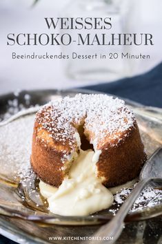 Weißes Schoko-Malheur Many people are afraid to bake a # chocolate mishap, but you can trust us – this recipe is simple and tastes incredibly delicious. Banana Com Chocolate, White Chocolate Cake, Making Chocolate, No Bake Desserts, Dessert Recipes, Dessert Bowls, Cupcake Recipes, Best Pancake Recipe, Cupcakes