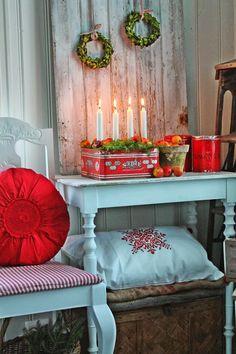 Advent and Christmas Scandinavian style Norwegian Christmas, Noel Christmas, Scandinavian Christmas, Winter Christmas, Scandinavian Style, Cottage Christmas, Country Christmas, Natal Country, Vibeke Design