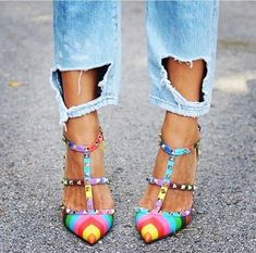 Love these rainbow coloured Valentino heels Pumps Heels, High Heels, Looks Street Style, Valentino Shoes, Valentino Rockstud Pumps, Ripped Denim, Party Shoes, Leather Pumps, Beautiful Shoes