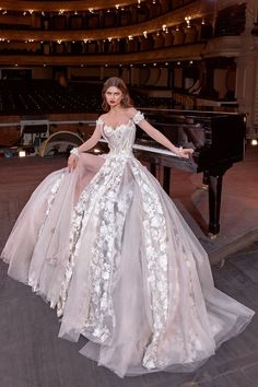 Galia Lahav Bridal Spring 2020 Fashion Show Collection: See the complete Galia Lahav Bridal Spring 2020 collection. Look 2 Couture Wedding Gowns, Dream Wedding Dresses, Bridal Dresses, Couture Bridal, Beyonce, Long Sleeve Wedding, Bridal Fashion Week, Powerpuff Girls, Mannequins