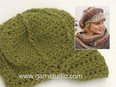 """Crochet DROPS neck warmer and cap in """"Eskimo""""."""