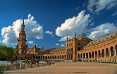 Sevilla, mañana de nubes