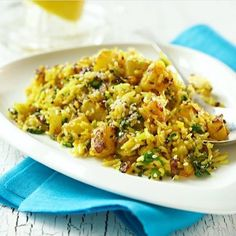 Do you need a light but tasty recipe for tonight? Try lemon rice! Check out our website for recipes 😋💛 Indian Food Recipes, Healthy Recipes, Ethnic Recipes, My Favorite Food, Favorite Recipes, Lemon Rice, Indian Dishes, Fried Rice, Risotto