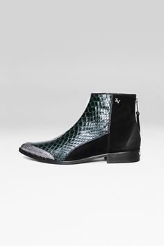 Zadig et Voltaire boots, pointy toe, zip at the back with engraved puller and leather link, ZV rivet, metallic wings at the back of the heel, leather sole, 60% python skin, 40% leather. Fashion show fall-winter 15/16 collection.