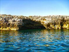 214  entrata della grotta delle rondinelle, Polignano a mare, Bari, Puglia, (foto di harley spiespan)