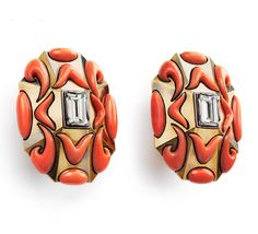 Gorgonia, partially oxidized yellow and white gold, 2 baguette-cut diamonds, coral inlays. (Otto Jacob, Karlsruhe, 2015)